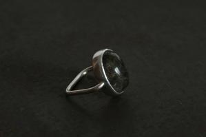 針水晶リング - 石と銀の装身具