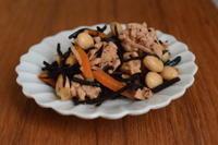 小皿つまみ*たっぷり生姜のひじき煮 - 小皿ひとさら