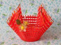 オレンジ色チェックのハンカチ型ガラス製花器 -  Der Liebling ~蚤の市フリークの雑貨手帖2冊目~