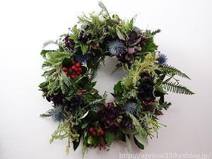 クリスマスの生花のリース作り - シンプルで心地いい暮らし