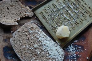 じわじわいい感じThe cheese made in Sept has become harder - こばやしゆふ   yu-kobayashi   はてしない