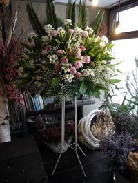 ご葬儀のスタンド花。屯田9条の斎場にお届け。2018/12/14。 - 札幌 花屋 meLL flowers