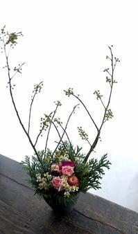 ライブをされる北広 アキ様へのアレンジメント。南3条にお届け。2018/12/14。 - 札幌 花屋 meLL flowers