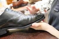 靴のお化粧 - シューケアマイスター靴磨き工房 三越日本橋本店