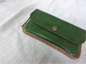 新作の革財布とビーズ編み込みのがま口 -
