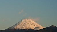 我が家から見た富士山と30年ぐらい前の私の鍋つかみに会いました。 -   心満たされる生活