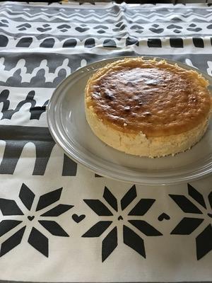 クリスマス柄のテーブルクロスとヨーグルトN.Y.チーズケーキ - Kitchen diary