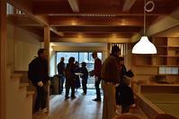 吹抜けから光を採りこむ「六地蔵の家」 - 無垢の木の家・古民家再生・新築、リフォーム 「ツキデ工務店」
