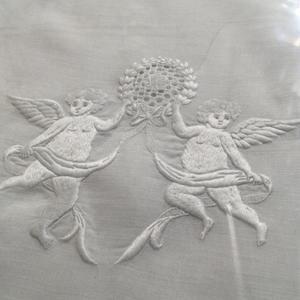12月19日  白糸刺繍の作品をご覧ください -