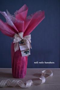 ◆ラッピング*オーダーいただきました♪クリスマスパーティーのワインボトル - フランス雑貨とデコパージュ&ギフトラッピング教室 『meli-melo鎌倉』