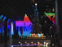 クリスマスカラー京都駅ビル - Blue Planet Cafe  青い地球を散歩する
