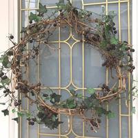 玄関からhappyクリスマス! - 風とアオダモ、モンステラ