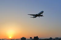 夕陽を背にして~函館空港~ - 自由な空と雲と気まぐれと ~from 旭川空港~