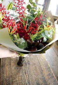 ピアノ発表会で先生への花束。「赤系」。2018/12/22。 - 札幌 花屋 meLL flowers