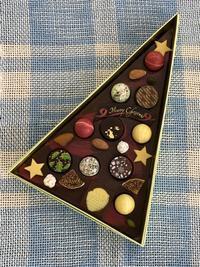 サンタがチョコを持ってやってきた?! 産経学園大阪&近鉄文化サロンのみんなの作品 - 手染めと糸のワークショップ