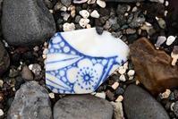 歩き納めの浜で-陶片- - こんなものを見た2