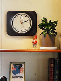 PHILIPS vintage wall clock - hails blog