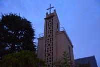 日本基督教団南大阪教会 - ブルーアワーの街の情景