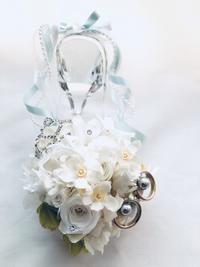 純白の薔薇とティアラのガラスの靴 - プリザーブドフラワーアレンジメント制作日記