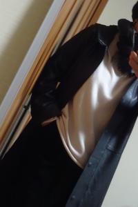 レザーのフードつきコートとベロアのスカート - おしゃれ自己満足日記