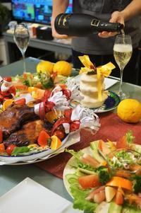 ■クリスマス料理・新宿にて①【チキン/ケーキ/オードブル/カプレーゼ/茹でオオマサリ】 - 「料理と趣味の部屋」