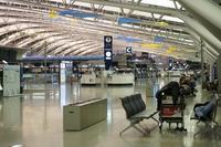 真夜中の国際空港で@KIX - オット、カメラ(と自転車)に夢中