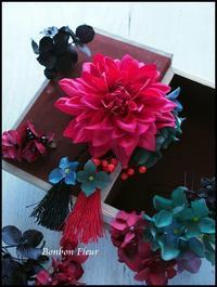 成人式用ダリアと紫陽花の髪飾り - Bonbon Fleur ~ Jours heureux  コサージュ&和装髪飾りボンボン・フルール