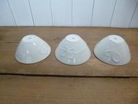 白い鉢のデザインと千両と南天 - サンカクバシ 土と私の日記