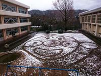 うっすらと雪が降りアンパンマンがあらわれました♪ - 酎ハイとわたし