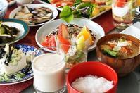 ■クリスマスの朝ご飯【(前編)粕汁/お粥/酢の物/カプレーゼ/漬物/生ジュース】その他は次回に続きます♪ - 「料理と趣味の部屋」