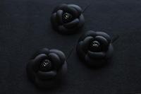 漆黒のカメリアコサージュブローチ - ic amo 制作blog