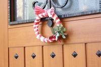 猪突猛進の新年『お正月しめ縄飾り』は縁起のいい紅白で100均リメイク(作り方紹介) - neige+ 手作りのある暮らし