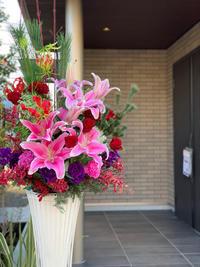 ショールームにスタンド花をお届けしました - ルーシュの花仕事