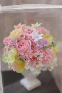 ご両親贈呈用のプリザーブドフラワーギフト白の陶器で広島へ - 一会 ウエディングの花
