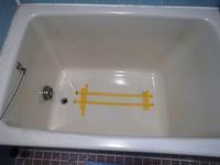 経年劣化で大きく割れたポリ浴槽 - 快適!! 奥沢リフォームなび