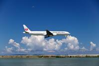 月とのツーショット ~JAL編~ - 南の島の飛行機日記
