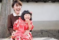 <七五三3歳のお詣り>可愛い着姿に幸せ伝わるお写真です - それいゆのおしゃれ着物レンタル