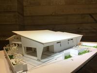 """~深い軒の外部空間とパティオで子育てを楽しむ~『風景を包み込む大屋根の美しい家』の模型をホームページに記載しました - 西薗守の""""子育て"""""""