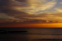 朝の伊豆大島 - 雲空海