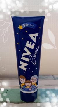 ニベアクリーム 日本発売50周年 さくらももこ 限定デザイン - ゆのきのとミルクティー