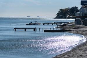静かな湖畔 - 気ままにお散歩