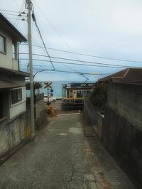 江ノ電海辺の踏切 - 風の香に誘われて 風景のふぉと缶