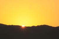 日の出。 - 青い海と空を追いかけて。