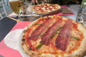ラ・ロマンティカでおいしいピザを、ペルージャ - なおこのイタリア写真草子 Fotoblog da Perugia