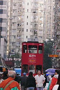 トラムが市場を走る街 - ぶらり休暇