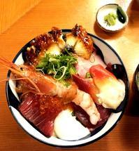土曜日も営業 具だくさんな海鮮丼ランチ 割烹秋やま - 今日はなに食べる? ☆大阪北新地ランチ