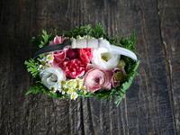 お誕生日のハンドル付きタルト型アレンジメント。「かわいい感じ」。2019/01/15。 - 札幌 花屋 meLL flowers