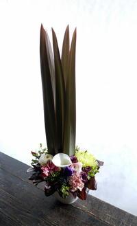 一周忌にアレンジメント。豊平2条にお届け。2019/01/16。 - 札幌 花屋 meLL flowers