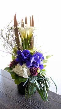 お供えのアレンジメント。大阪府枚方市に発送。2019/01/18着。 - 札幌 花屋 meLL flowers