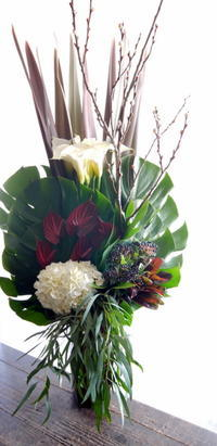 デザインコンビ「ワビサビ」さんの結成20周年展にアレンジメント。札幌文化芸術交流センターSCARTS(スカーツ)コートにお届け。2019/01/19。 - 札幌 花屋 meLL flowers
